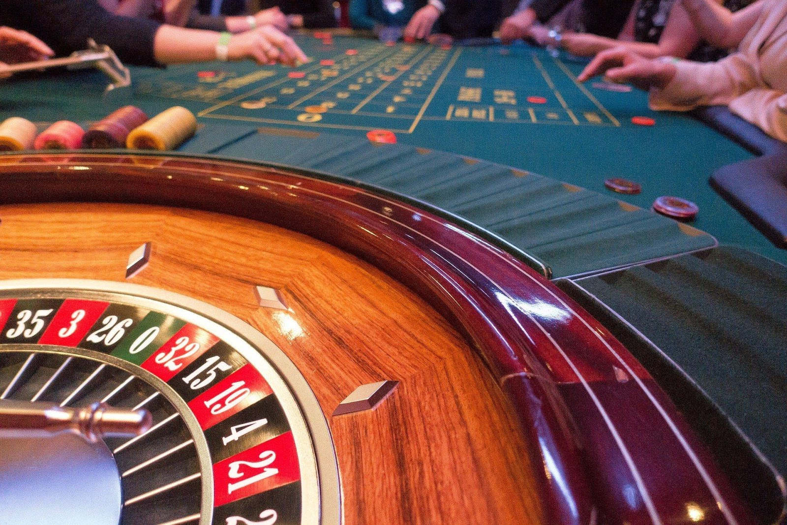 In a live casino, the players write the story