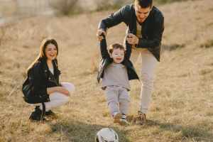 How to Deal to Controlling Parents and Create a Healthy Living Environment